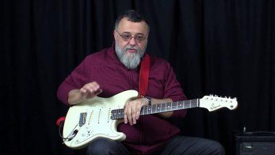 André Christovam na guitarra